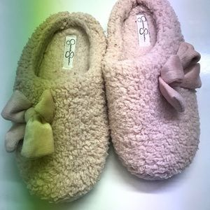Jessica Simpson pink fluffy slippers